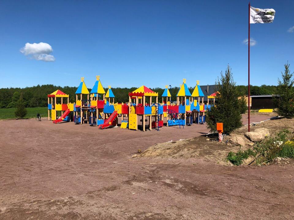 Детская площадка в поселке Южный Версаль